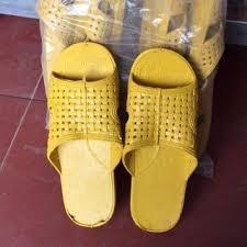 Dép nhựa vàng